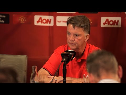 Manchester United - Louis van Gaal - Victor Valdes 'Doesn't Follow My Philosophy, He Will Be Sold'
