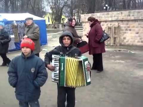 Красиво поют цыганские детки