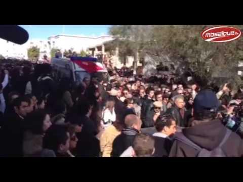 image vidéo لحظة خروج جثمان الراحل شكري بلعيد