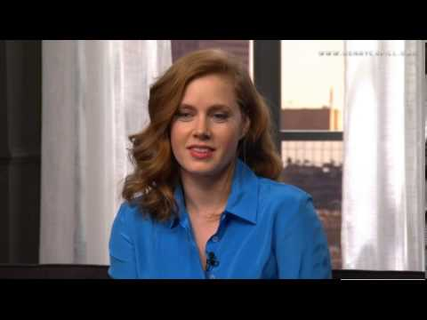 Amy Adams shares about kissing Henry Cavill