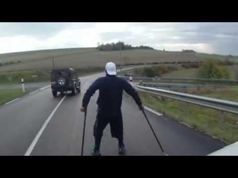Joe Kals marche pendulaire, 1350km en b�quilles