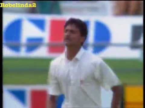 Javagal Srinath 1ST TEST WICKET on TEST DEBUT vs Australia