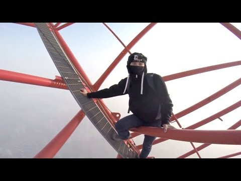 Crane climber: Thrill seeker scales cranes in western Canada