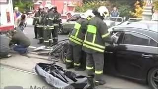 Mercedes-Benz протаранил трамвай, водитель погиб