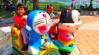 Anak Lucu Makan es krim asik naik odong odong doraemon & mickey mouse