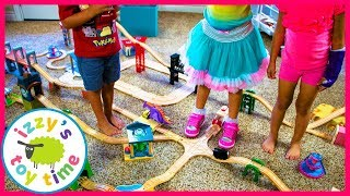 OUR FRIENDS BUILD A THOMAS AND FRIENDS TRACK! Fun Toy Trains for Kids