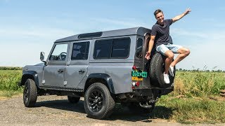 DIT IS EEN 7 PERSOONS LAND ROVER DEFENDER!