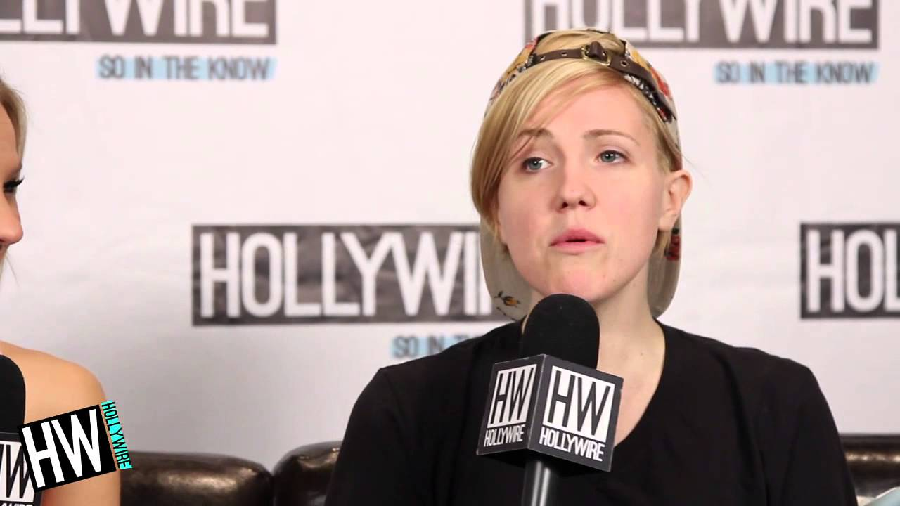 Hannah Hart Shows Off Electric