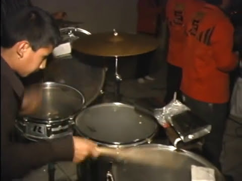 niño virtuoso toca tarolas en Banda de Tijuana./ great kid percussion player