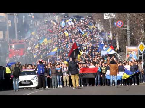 Фанаты Динамо и Днепра прошли маршем по Днепропетровску