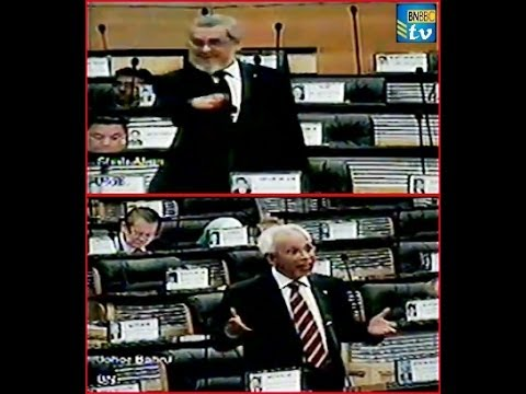 Video Shahrir Samad dan adiknya berbalah di Parlimen