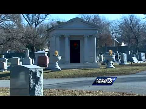 Elmwood Cemetery offers living history lessons