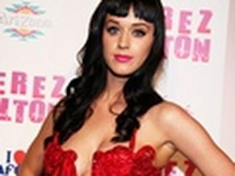 Katy Perry flaunts her BOOBS ! thumbnail
