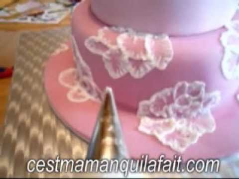 Tuto faire des broderies en gla age royal sur un gateau d cor de pate a sucre tutoriel youtube - Decoration gateau glacage royal ...