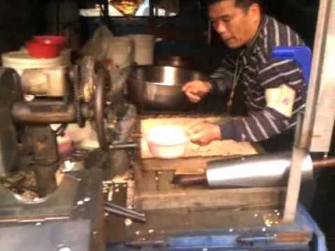 Making Mi Xiang (Taiwanese Puffed Rice Snack) in Changhua - Taiwan Food