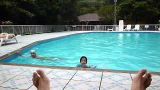 Minha filha e minha mãe brincando na piscina da ACP-Palhoça
