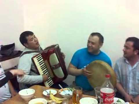 uzbek guitar player singing poppoori | doovi