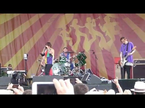 Red Hot Chili Peppers - Can't Stop (Jazz Fest 04.24.16) HD