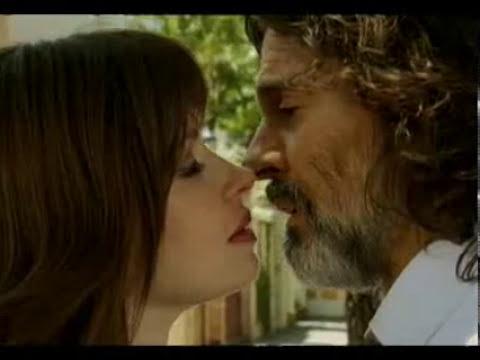Alguien que me quiera - Rodolfo y Rocío, a punto de besarse