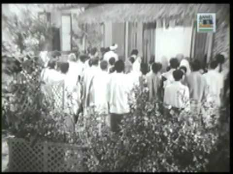 Dhanadhanya Pushpe Bhara; Singer - Hemanta Mukhopadhyay; Movie...