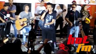 Dahsyat - Mojo & Caliph Buskers at Central Market HOT FM Crew (Cover)