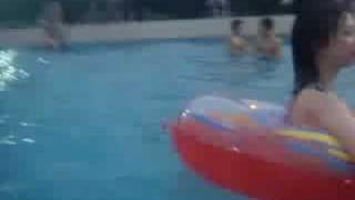 عراقين في المسبح