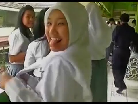 [Video] Liputan Fatin Shidqia Lubis julurin lidah waktu di Sekolah (melet)