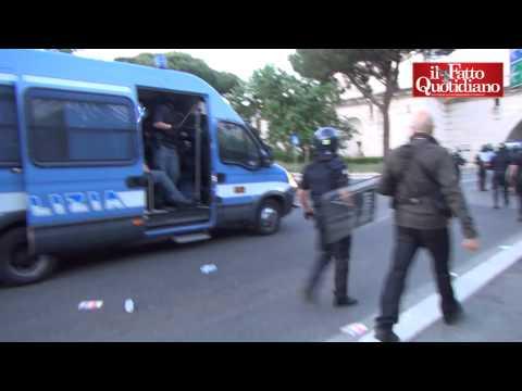 Derby Lazio-Roma, scontri nel post-partita: cariche e lancio di lacrimogeni della polizia