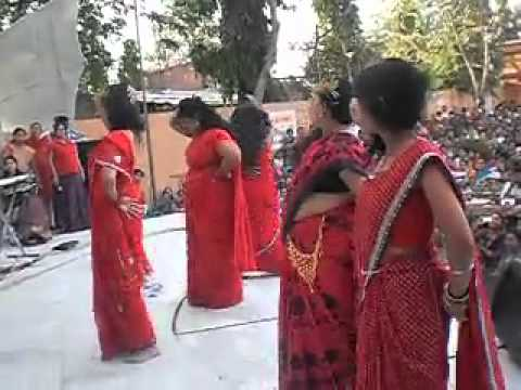 Fatty Aunty In Red Sarees Shakes On Oo La La Oo La La video