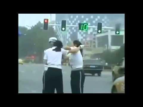 Драка девушек полицейских