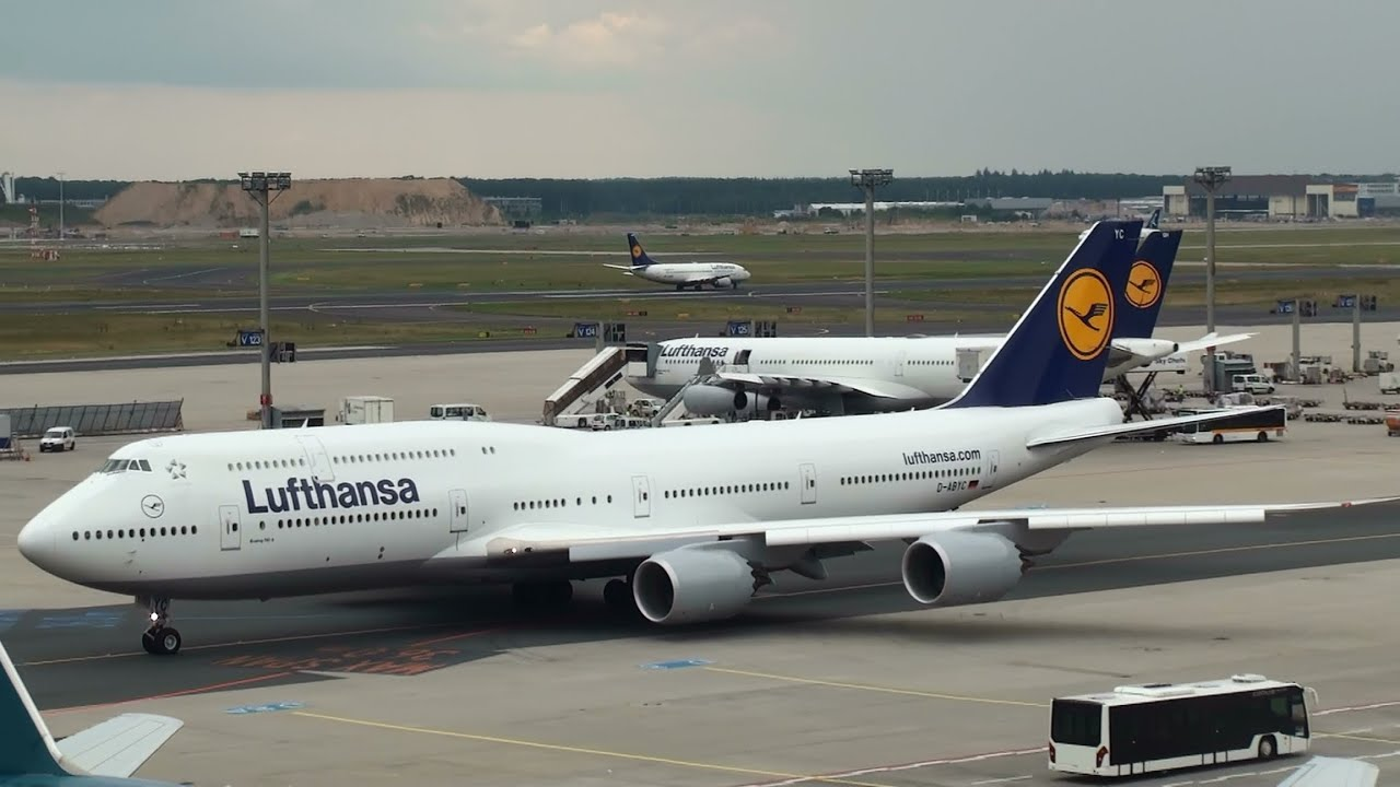 lufthansa boeing 747 8 taxiing for takeoff at frankfurt airport full hd youtube. Black Bedroom Furniture Sets. Home Design Ideas
