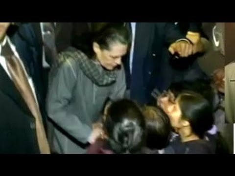 Delhi gang-rape case: Sonia Gandhi meets protesters, assures justice