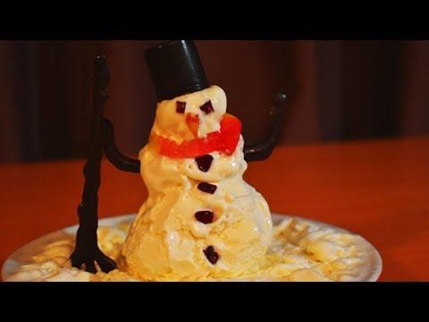 СНЕГОВИК ИЗ МОРОЖЕННОГО! Съедобный снеговик для Нуба. Стив, Желейный медведь.Цветная яичница. онлайн