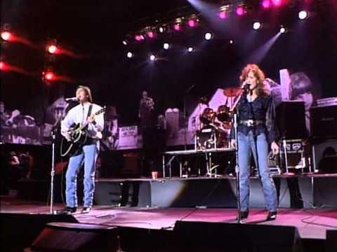 Jackson Browne&Bonnie Raitt - World in Motion (Live at Farm Aid 1990)