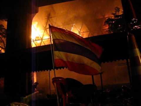 Bangkok Rioting Central World fire 2010-05-19 7.20pm.mov