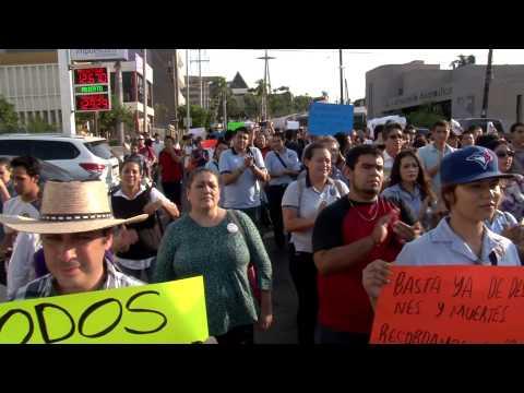 Jovenes de Culiacán marchan en protesta por desaparecidos en Ayotzinapa