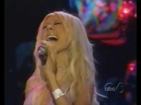 christina-aguilera-riffs-runs-melisma-live-19982004.html