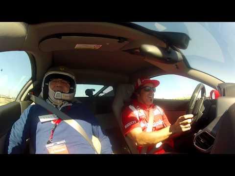 Fernando Alonso mete miedo a Carlos Miquel a 250 km/h con su Ferrari