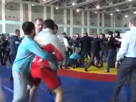 ДРАКА БОРЦОВ НА СОРЕВНОВАНИЯХ ШОК!! THE FIGHT AT THE COMPETITIONS
