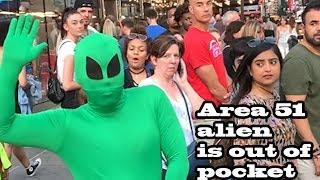 Download lagu AREA 51 ALIEN IS TOO WILD! (Bad Bunny La Romana Dance in Public!!)