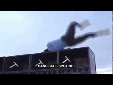 Jamaican girl fall off speaker box while dancing and twerking on her head...WARNING GRAPHIC