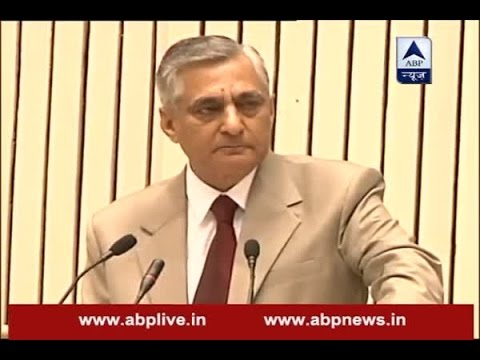 Chief Justice of India TS Thakur breaks down during his speech at Jt conference of CMs and