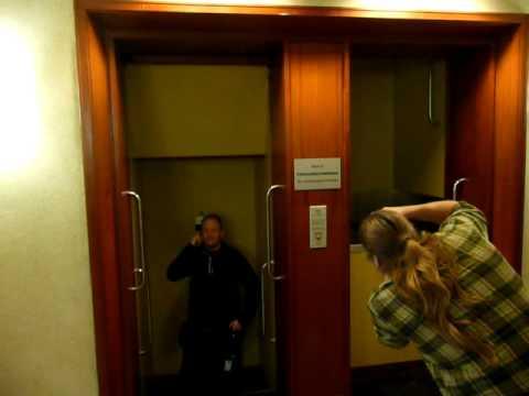 Bejaarde overleden na beklemming in liftschacht