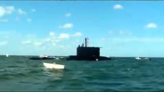Submarino ARA emerge en una regata