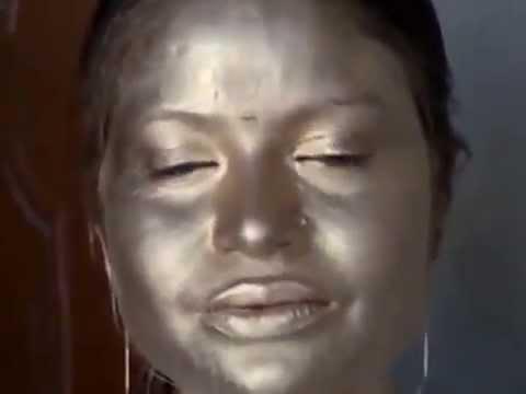Boudi's Golden Facepaint on Holi