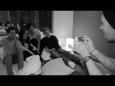 Swedish TV hosts in bed with One Direction - VAKNA! med The Voice