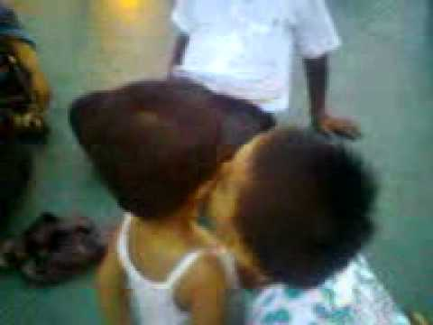 Indian Little Boy Kissing His First Gf.3gp video