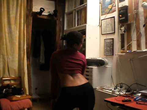 une malgache danse