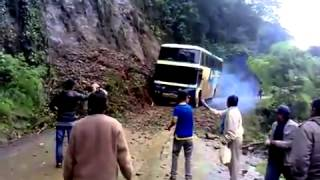 මේ bus එකේ driver මොන වගේ driver කෙනෙක් ද කියලා බලන්න ★ ★ ★ UNBELIEVABLE ★ ★ ★   Road accident of De