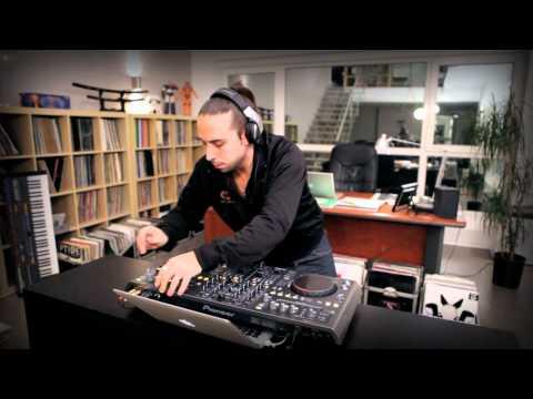Presentación oficial del controlador DDJ-T1 de Pioneer con Cristian Varela